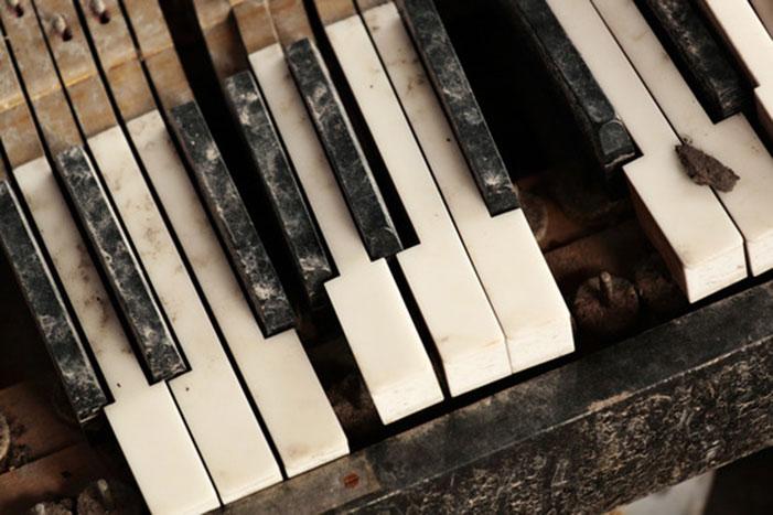 broken-piano